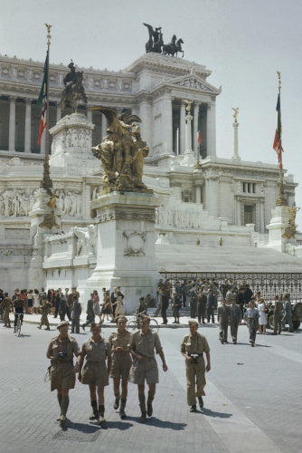 Allied troops by the Vittoria Emmanuel Memorial.