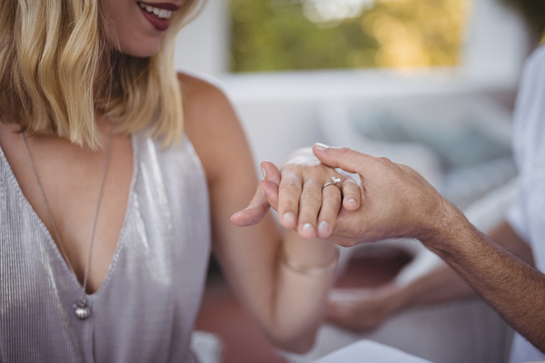 WHAT TO EXPECT WHEN DESIGNING A BESPOKE ENGAGEMENT RING