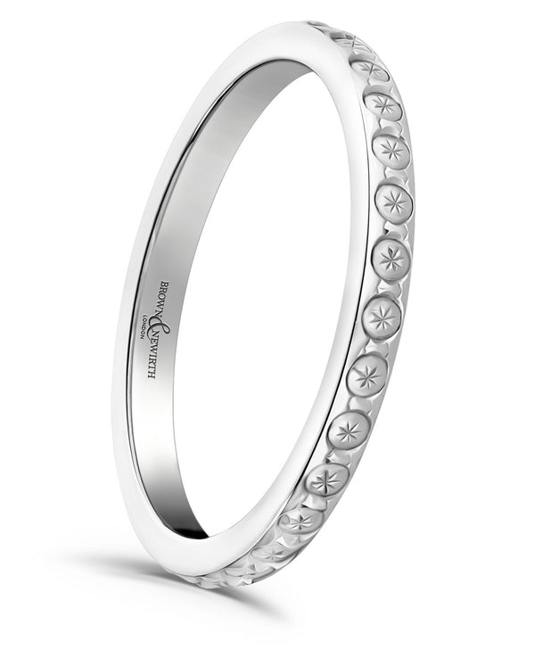The handcrafted ladies Constellation wedding ring from Brown & Newirth offers a contemporary flat sided D shape band with diamond cut pattern centre.