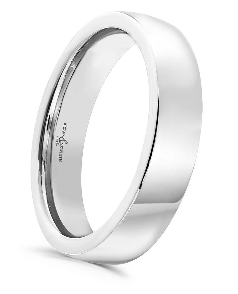 The Endless lustrous, heavy weighted, flattened barrel shaped wedding ring from Brown & Newirth offers a contemporary take on the classic wedding band.