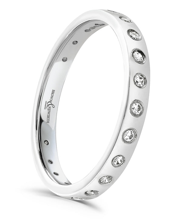 The ladies Eris wedding ring from Brown & Newirth offers a refined polished band, graced by twenty two round brilliant cut diamonds.