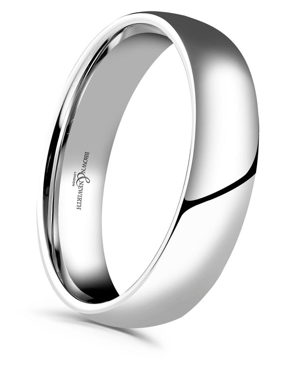 Mens Simplicity medium gauge court style wedding ring from Brown and Newirth. Light weighted with a curved inside and outside. Smooth, polished finish. Style reference: XN
