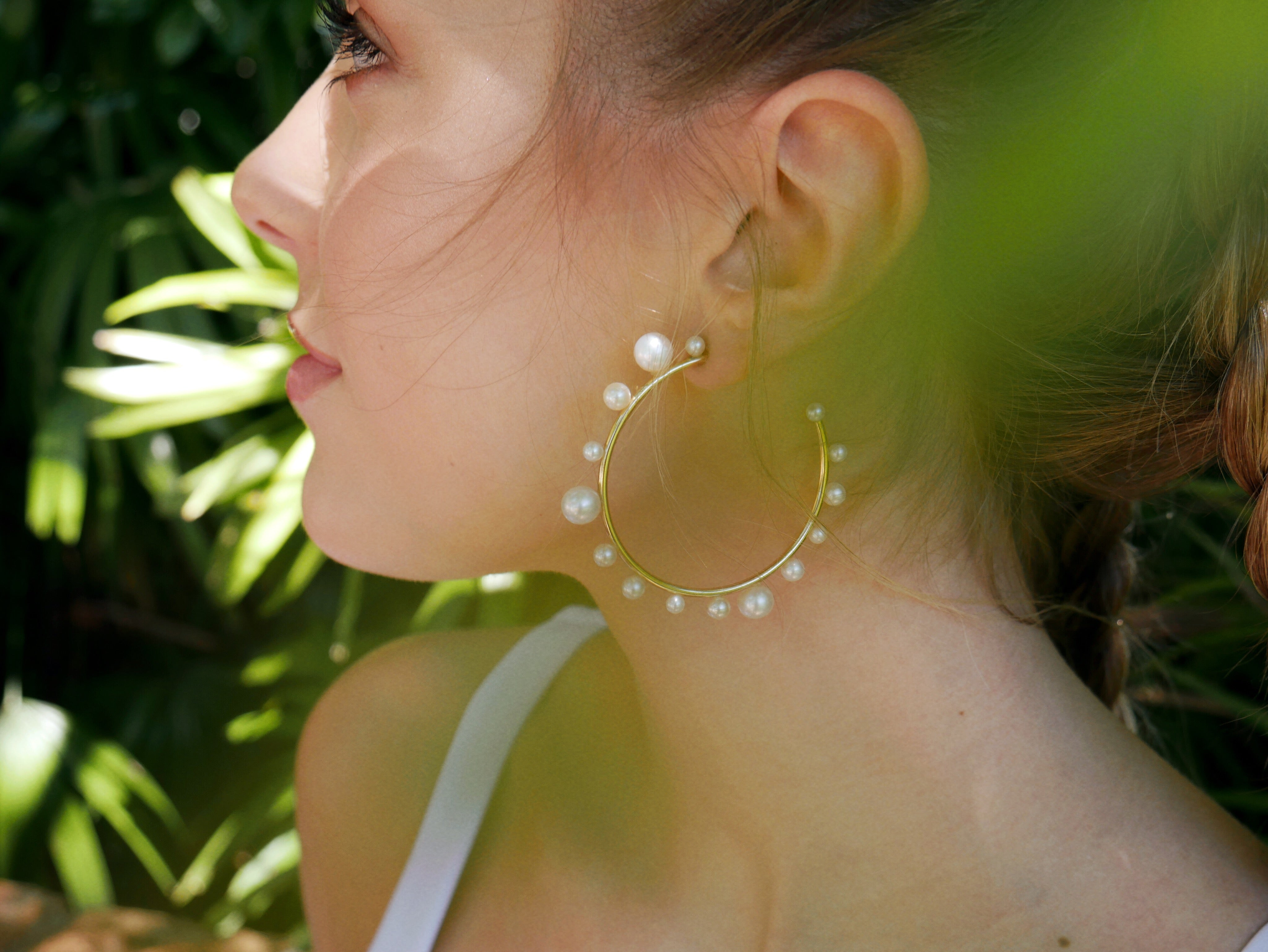 Tahiti Modern Pearl Hoop Earrings - The Beach Bride by Chic Parisien, a destination for beach weddings, bachelorettes and honeymoons