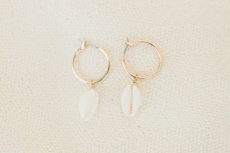 Harbour Island Shell Small Hoop - The Beach Bride by Chic Parisien, a destination for beach weddings, bachelorettes and honeymoons