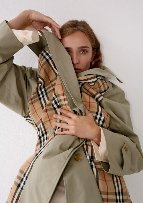 Burberry trenchcoat inside out 971