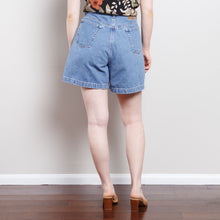 Load image into Gallery viewer, 1990s Medium Wash Denim Shorts