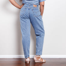 Load image into Gallery viewer, 90s 560 Levi's Mom Jeans