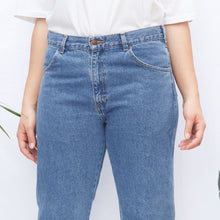 Load image into Gallery viewer, 90s Medium Wash Mom Jeans