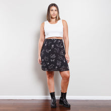 Load image into Gallery viewer, Deadstock 90s Floral Black and White Skirt