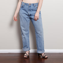Load image into Gallery viewer, 90s Light Wash Wrangler Boyfriend Jeans