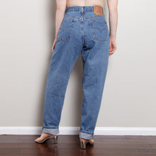 Load image into Gallery viewer, Vintage Medium Wash 550 Levi's