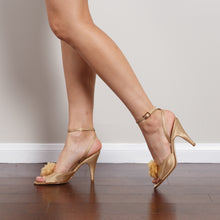Load image into Gallery viewer, Nina Gold Vintage Pumps