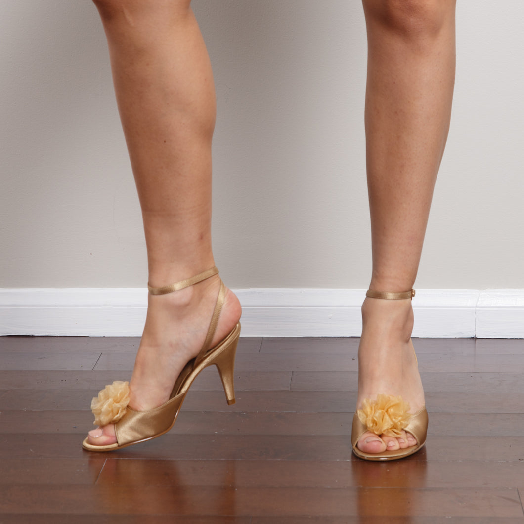 Nina Gold Vintage Pumps