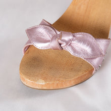 Load image into Gallery viewer, Vintage Wooden Low Heels with Bow
