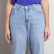 Load image into Gallery viewer, High Waisted Faded Glory 90s Jeans