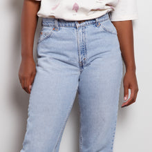 Load image into Gallery viewer, Vintage 950 High Waisted Levi's