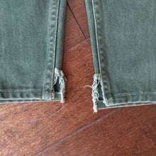 Load image into Gallery viewer, Vintage Green 550 Levi's Jeans