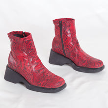 Load image into Gallery viewer, Vintage Snakeskin Platform Booties