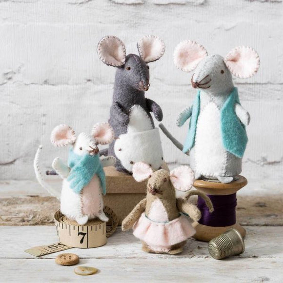 Mouse Family Wool Felt Embroidery Kit, Corinne Lapierre -set of 4