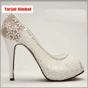 New Luxury  And Beautiful White Lace Flower Bridal Shoes