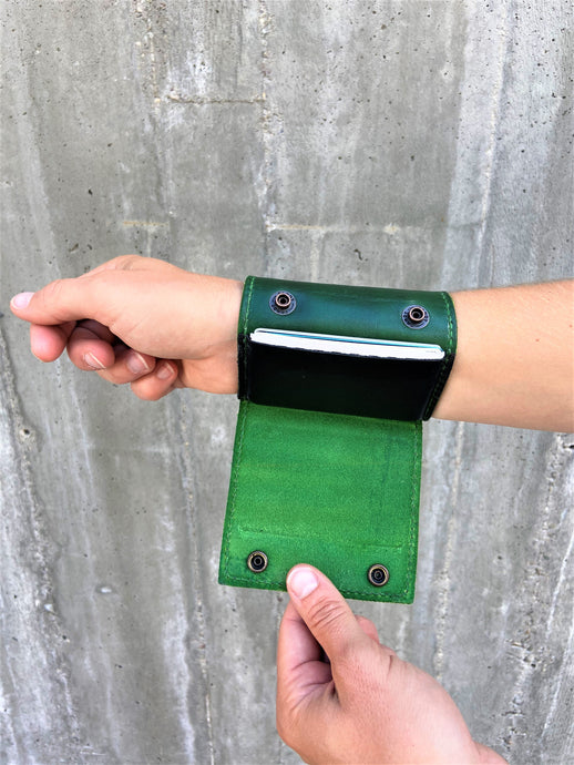 The Wearable Wallet | In Green