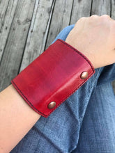 The Wearable Wallet | In Red