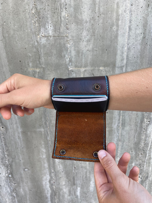 The Wearable Wallet | In Dark Brown