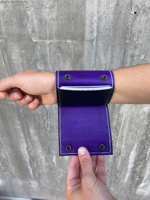 The Wearable Wallet | In Purple
