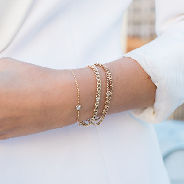 GOLD CHAIN BRACELET WITH SINGLE FLOATING DIAMOND
