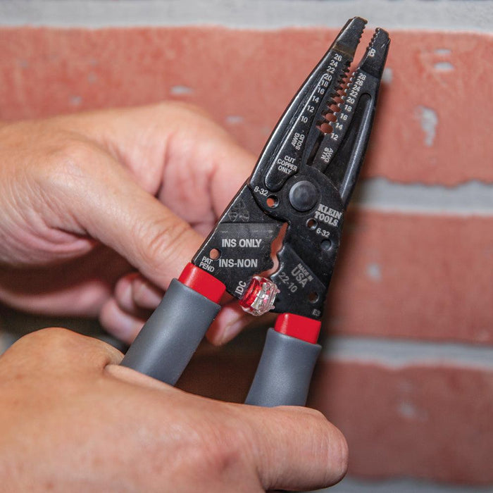 Strip, cut, twist, shear and crimp with one tool. Features four dedicated crimpers for B connectors, insulated and non-insulated terminals plus Scotchlok® IDC connectors. This versatile tool twists, loops and strips 10-26 AWG solid and 12-28 AWG stranded wires and cleanly shears 6-32 and 8-32 screws. UPC: 92644745072  SKU:  KLE1019