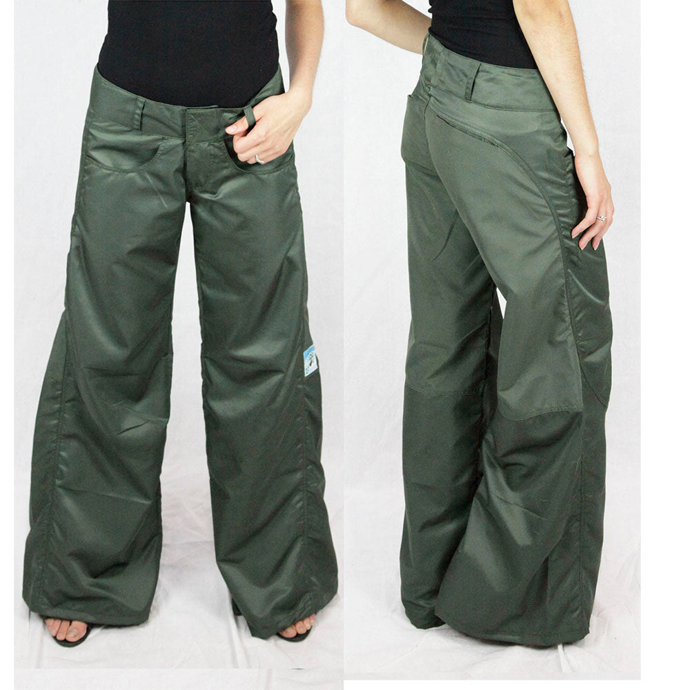 Janis Wide leg pants in green by ministry of style