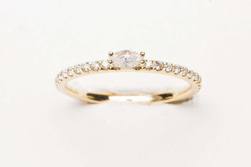 18KT YG STACK RING WITH .12CTTW MQ/RD DIA