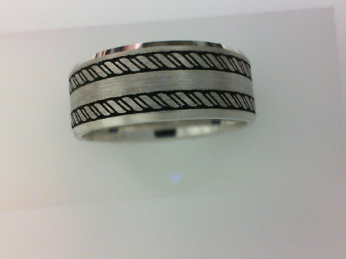 Gent's White 14 Karat Comfort Fit Lasered antque Wedding Band