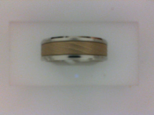 7MM 14KT TT POL BEVELED EDGE WITH YG RAISED SWIRLED BRUSHED CENTER