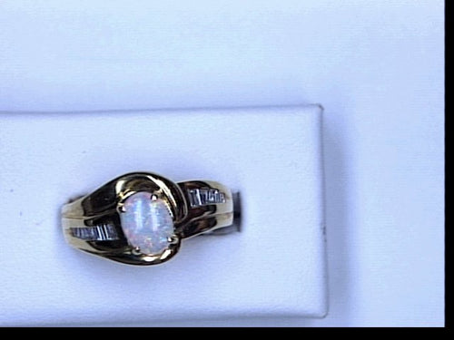 LDS 18KT YG OVAL OPAL BAG DIA RING