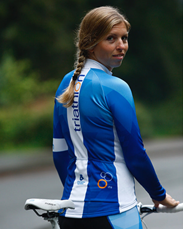 Woman Wearing The World Triathlon Store Custom ITU Blue Fleece Jersey sporting the International Triathlon Union Logo on the rear pocket.