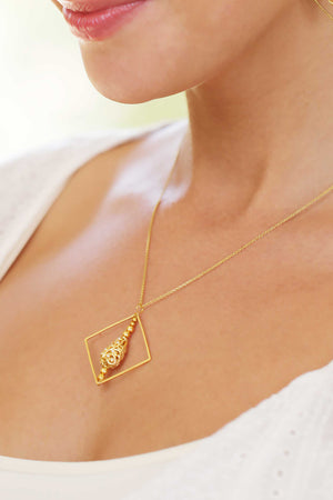 Drop Filigree Pendant Necklace Sqgold Lifestyle