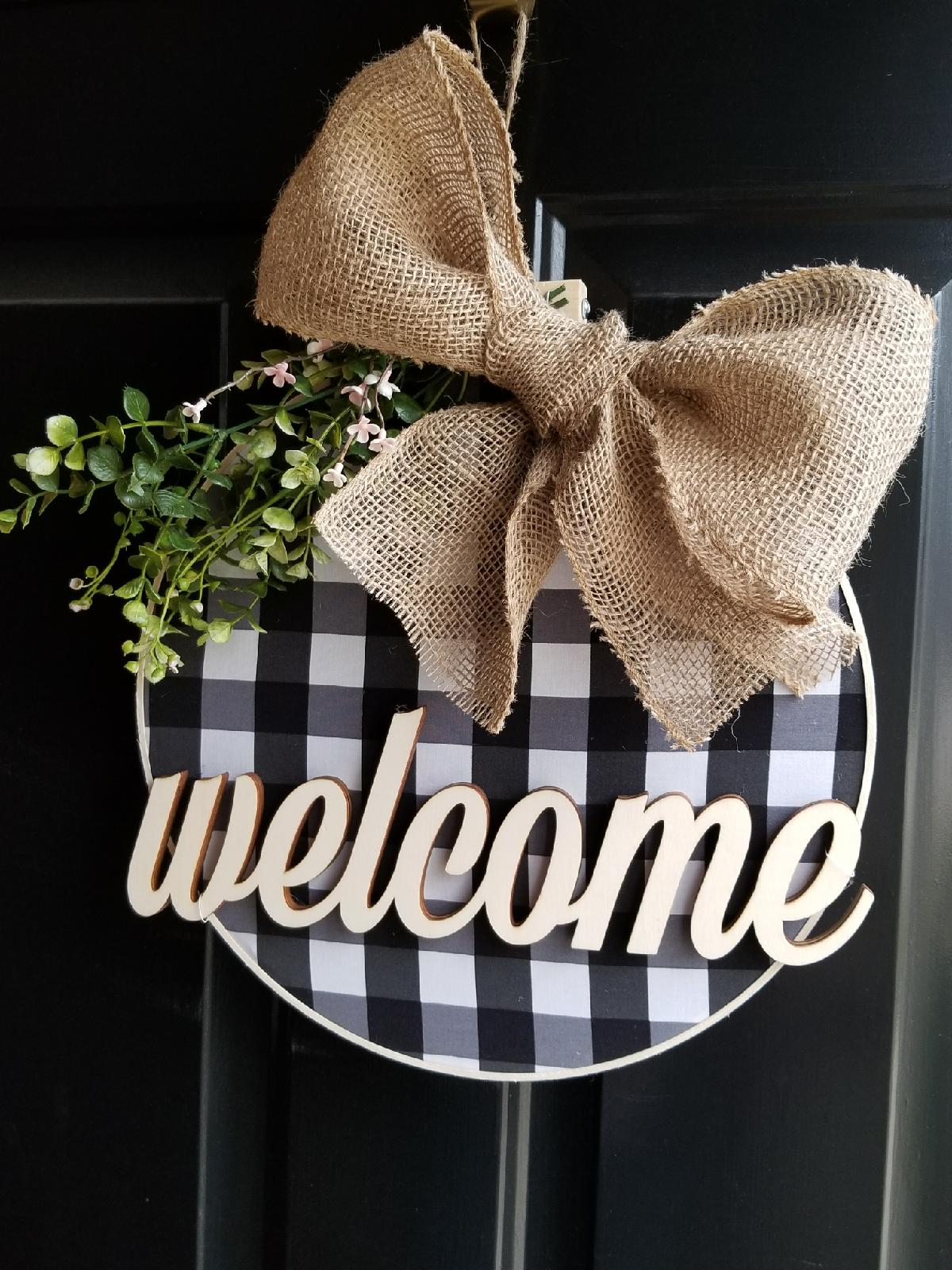 welcome sign, welcome wreath