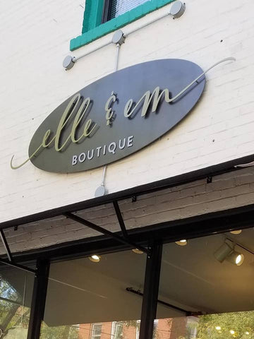 places to shop in downtown lee's summit, elle and em boutique