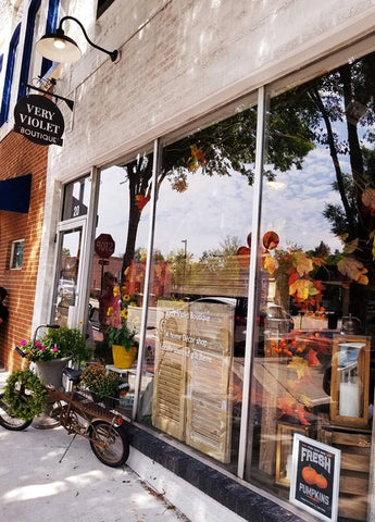 places to shop in downtown lee's summit, very violet boutique, home decor boutique