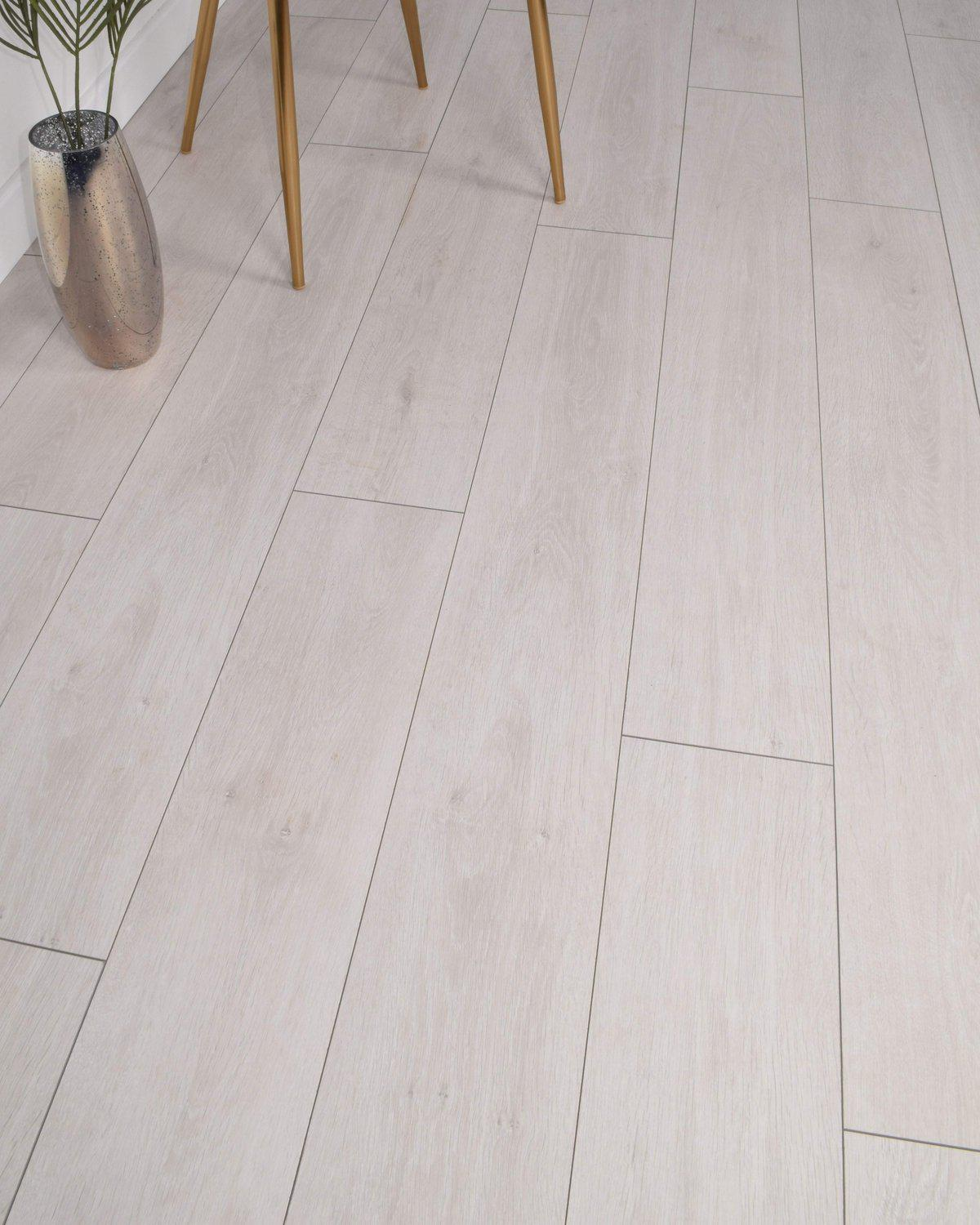 Underfoot Picasso Silver Grey Sample