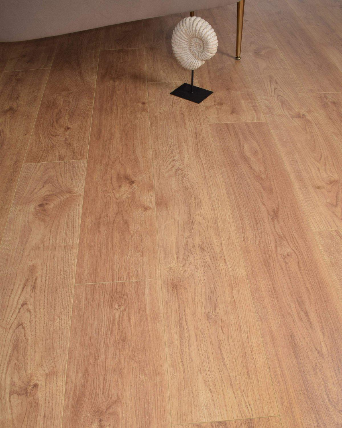 Underfoot Picasso Brown Oak Sample
