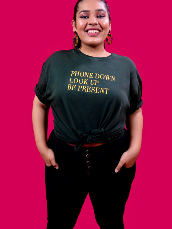 Phone Down. Look Up. Be Present. T-shirt in Bottle Green