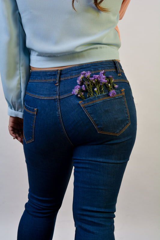 Mid Rise Flared Jeans in Blue