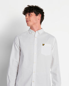 Lyle & Scott Camicia Oxford Regular Fit White indossata dettaglio front