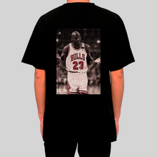 Carica l'immagine nel visualizzatore di Gallery, Michael Jordan I Can't Giving Up Trying T-shirt Nera indossata retro