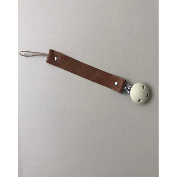 BEZISA COGNAC LEATHER PACIFIER CLIP