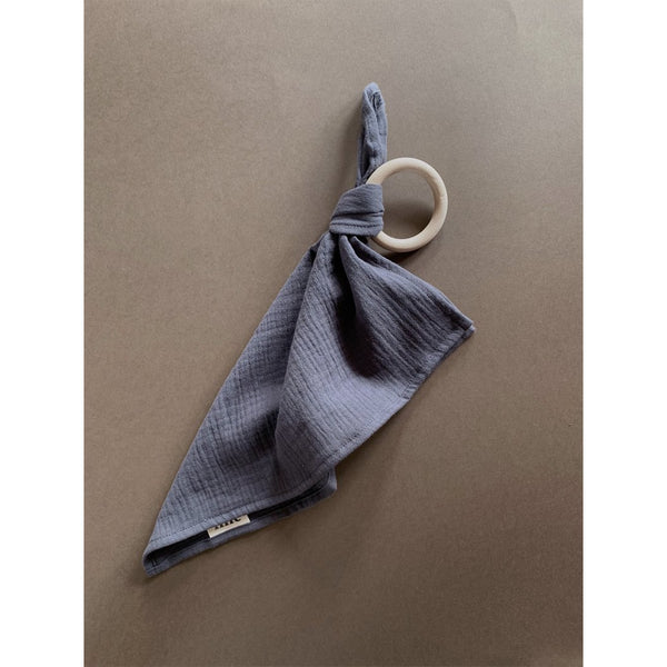 LILLE CHARCOAL MUSLIN CLOTH WOODEN TEETHER