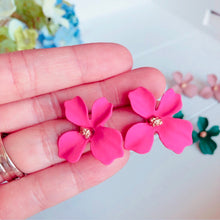 Load image into Gallery viewer, Daphne Flower Stud Earrings
