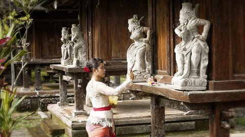 Woman who prays in Bali temple